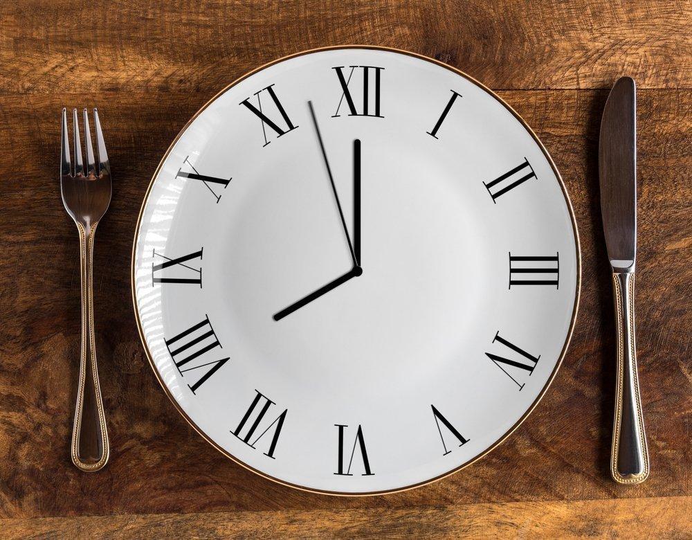 Прерывистое голодание: как делать, его виды, польза и вред