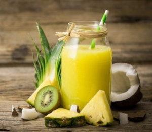 jugo natural a base de kiwi pina y coco resize 300x262 - 15 лучших напитков, которые помогут вам похудеть