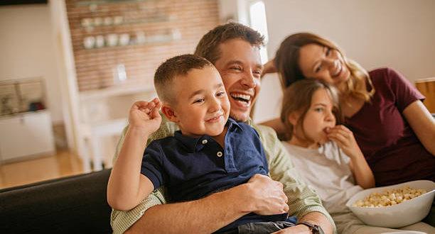 Как телевидение может повлиять на то, что ест ваш ребенок