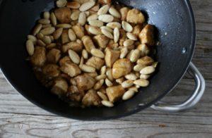 13 1 300x196 - Рецепт курицы с миндалем.